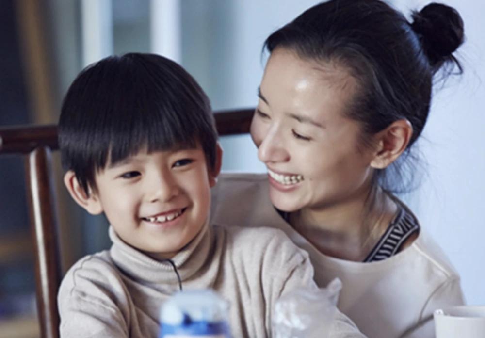 潘粤明零点为12岁儿子庆生,连续8年以相同文案为顶顶遥送祝福
